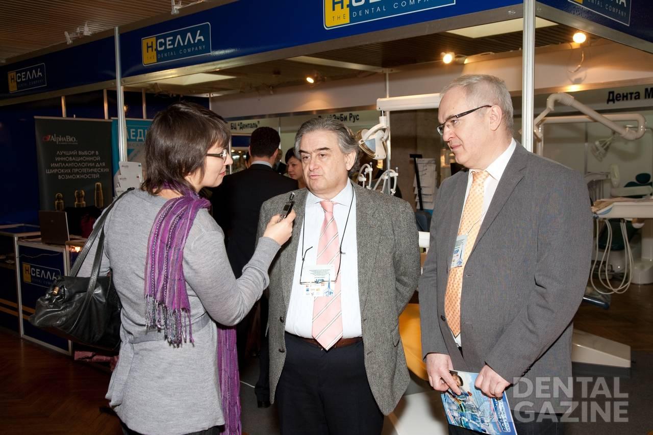 М. Зойбельманн, д. м. н., профессор, президент международного форума имплантологии и эстетической стоматологии; А. Йохан, генеральный директор системы амбулаторных клиник (Германия).